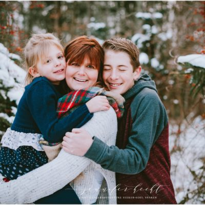 TIMBERLY TREE FARM MINI SESSIONS | STURGIS MICHIGAN